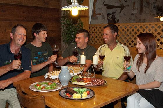 Stets gute Atmosphäre bei Feiern im Restaurant Bucherkeller